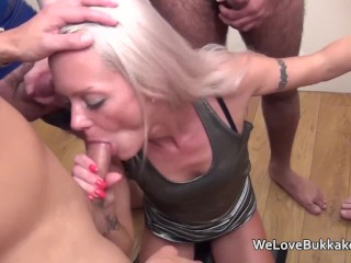 Petie Layla Lixx Does Blow-Job Bukkake