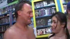 Man Licks Spunk Off Female After Bukkake